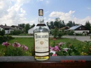 Eine Flasche Teacher´s Highland Cream auf einem Balkon