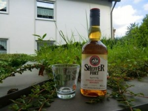 eine Flasche Sheffer Fort