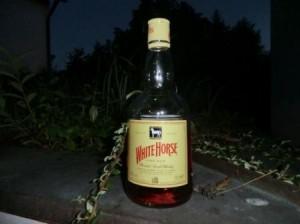 eine Flasche White Horse Whisky
