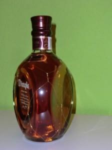 Eine Flasche des 15 jährigen Dimple