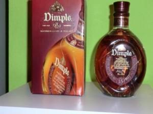 Eine Flasche Dimple mit Verpackung