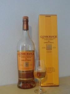 Glenmorangie 10 Jahre mit Verpackung und im Glas