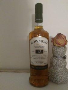 eine Flasche Whisky von Bowmore, 12 Jahre alt