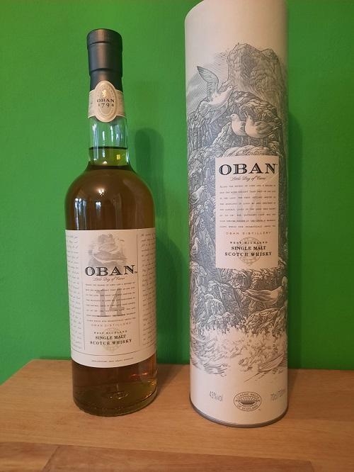 Eine Flasche Oban 14 und seine Verpackung