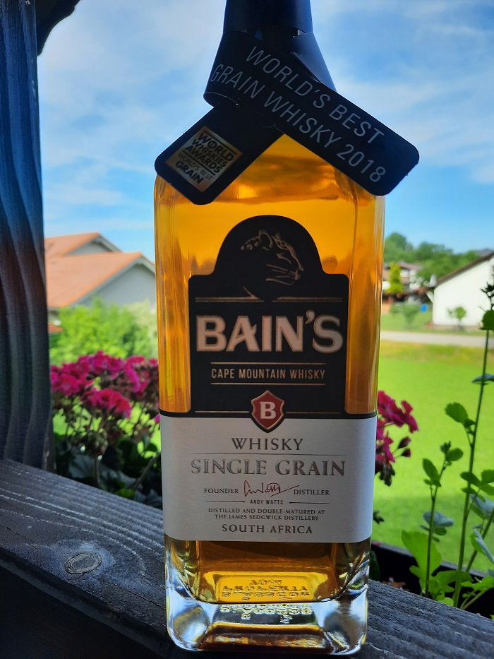 Eine Flasche süfafrikanischer Grain Whisky von Bain's